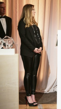 chelsea-clinton-pregnant-leather-pants