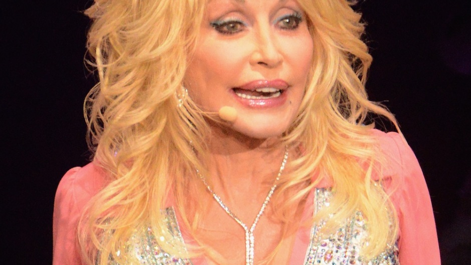 dolly-parton-always-wears-make-up