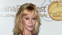 melanie-griffith-covers-up-tattoo