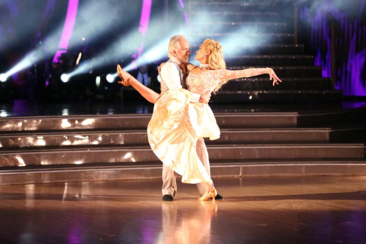 tommy chong & peta dancing
