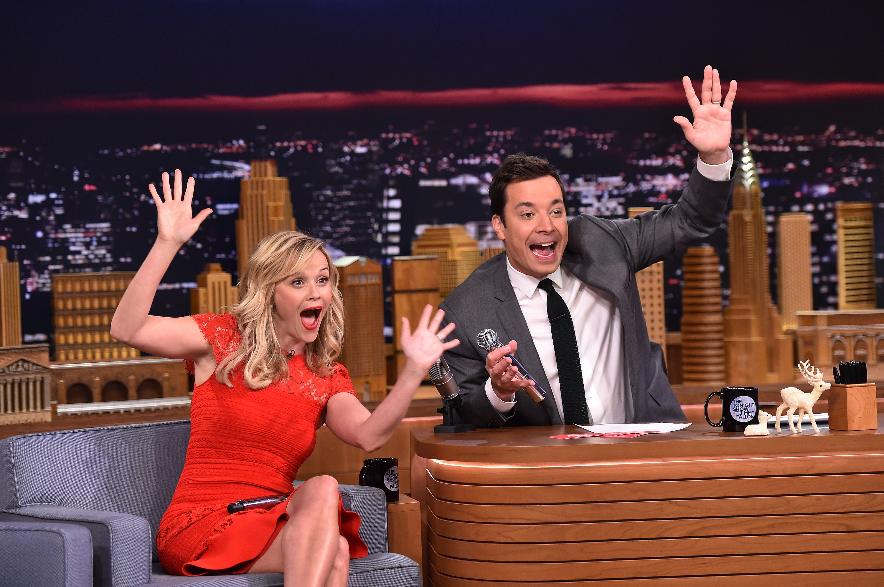 Jimmy Fallon Christmas.Watch Reese Witherspoon And Jimmy Fallon Sing Random Phrase