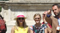 reese-witherspoon-ava-phillipe-in-rome