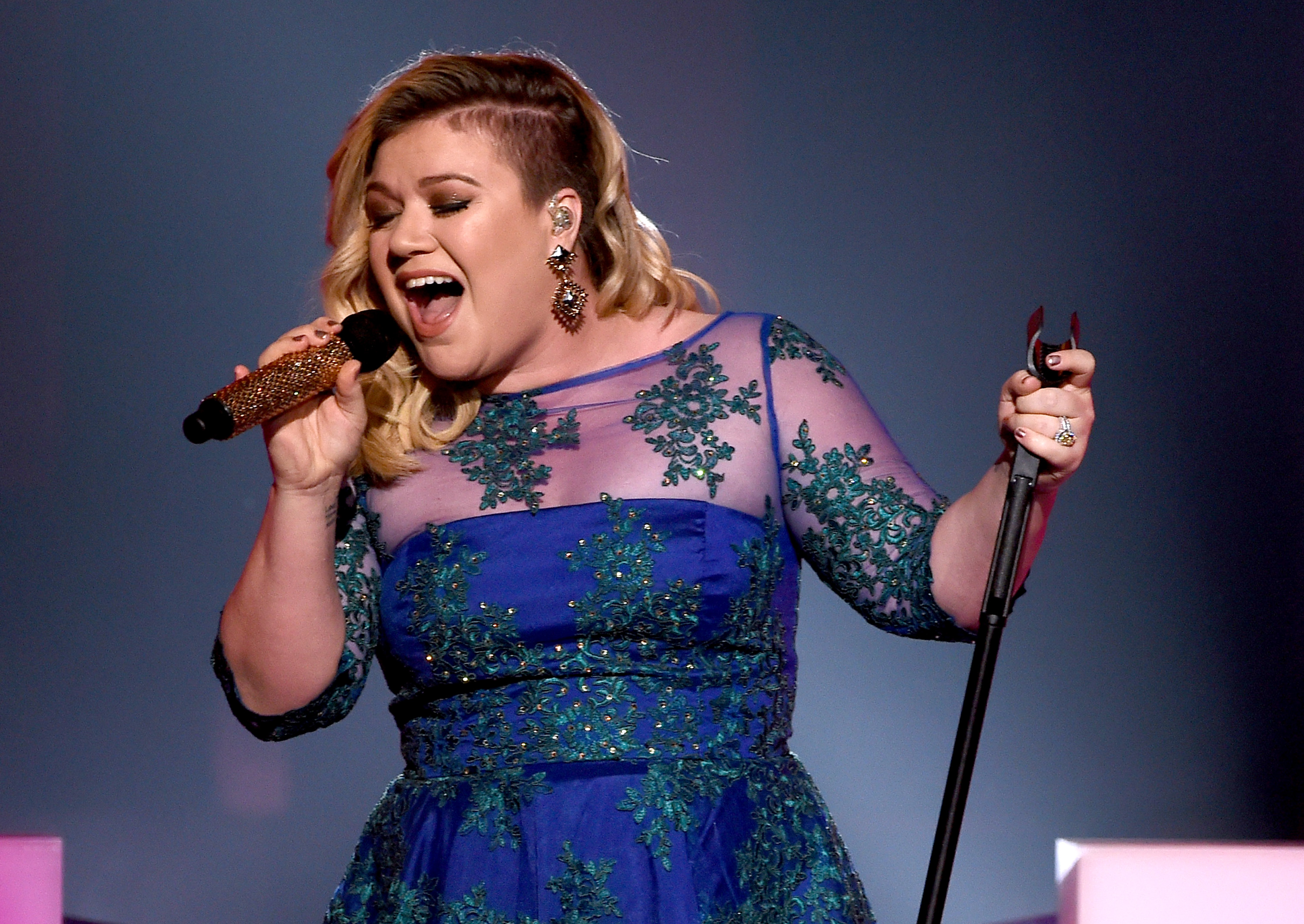 kelly-clarkson-7