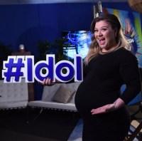 kelly-clarkson-pregnant