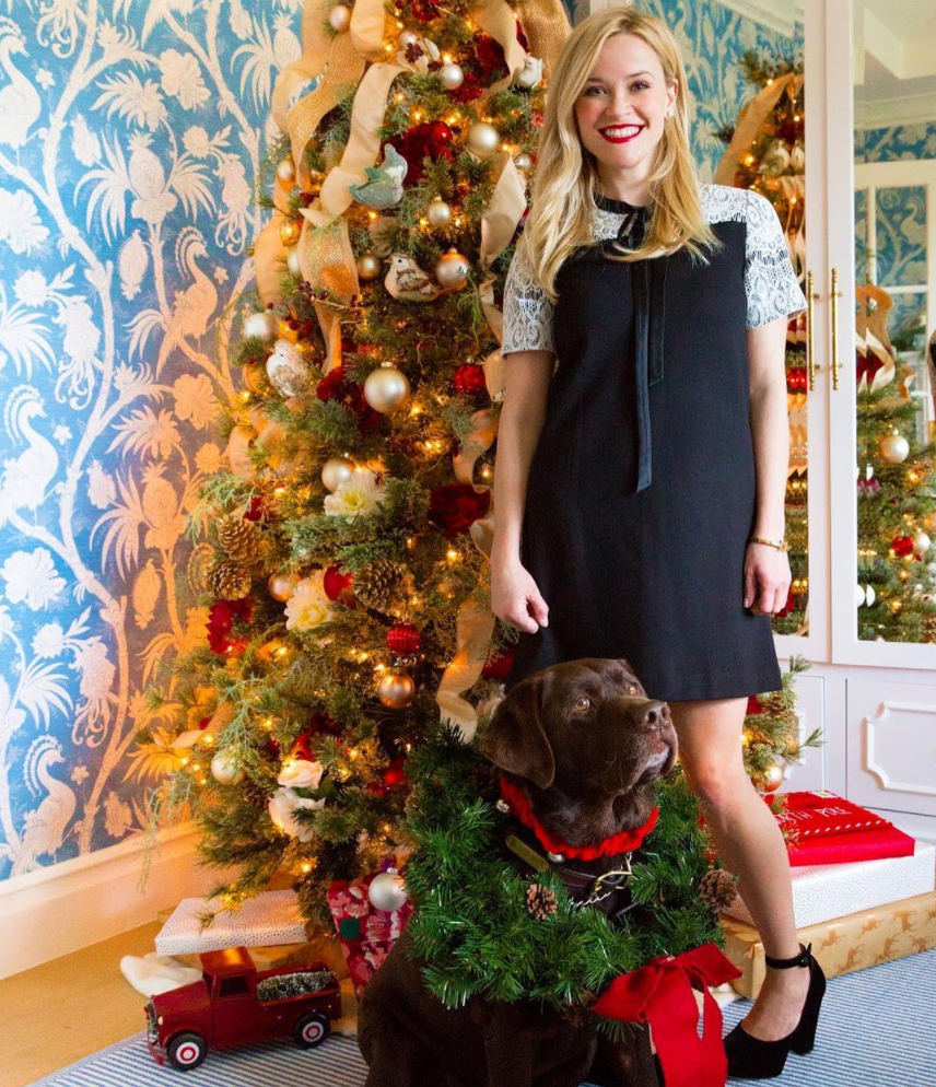 Kelly Clarkson Christmas Eve.Reese Witherspoon Kelly Clarkson And More Stars Share Adorable