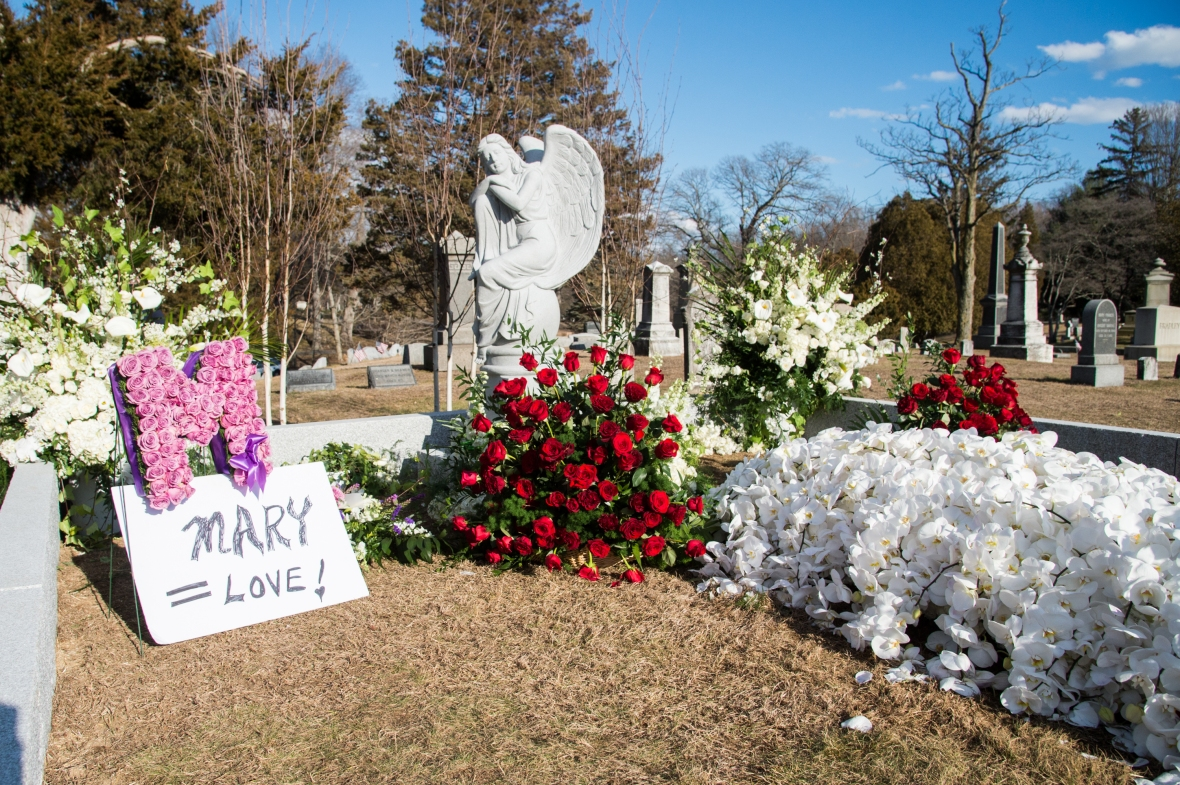 mary tyler moore grave getty