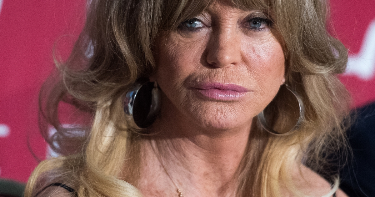 Did Goldie Hawn Get Plastic Surgery In 2017? Experts Weigh In