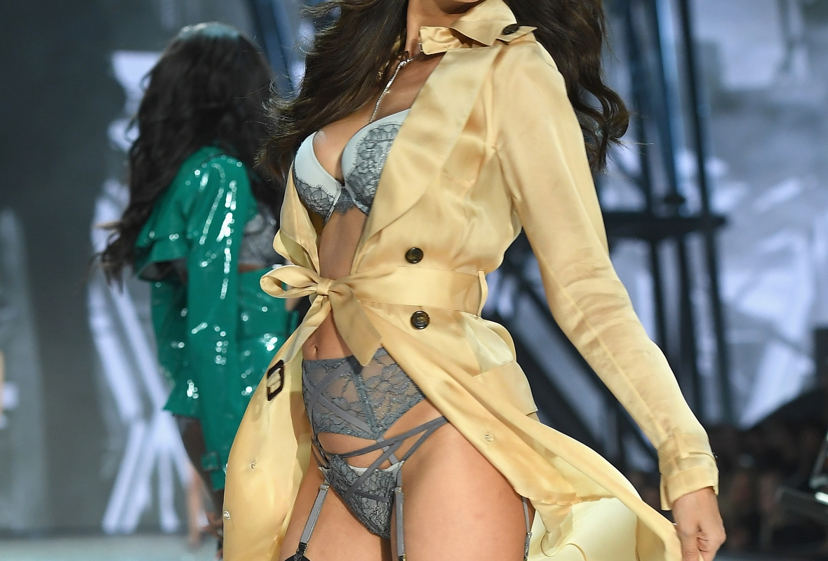 irina shayk vs fashion show