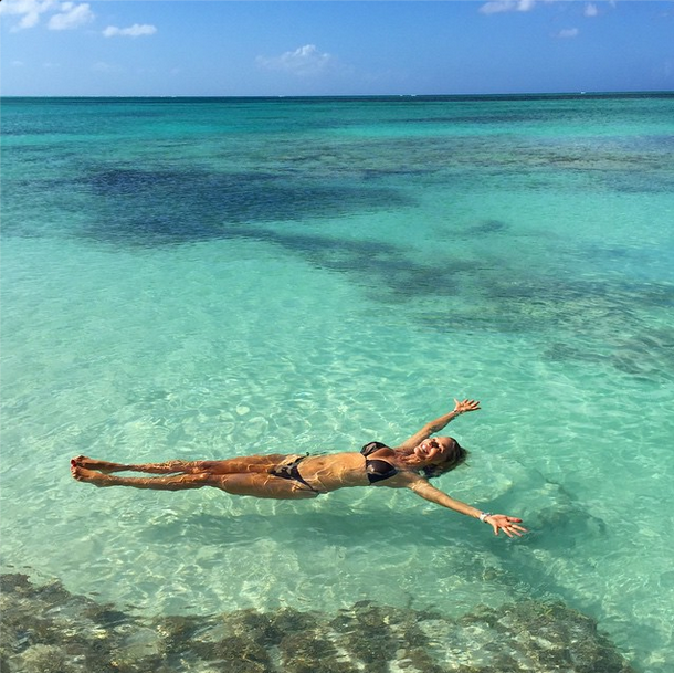 christie-brinkley-bikini