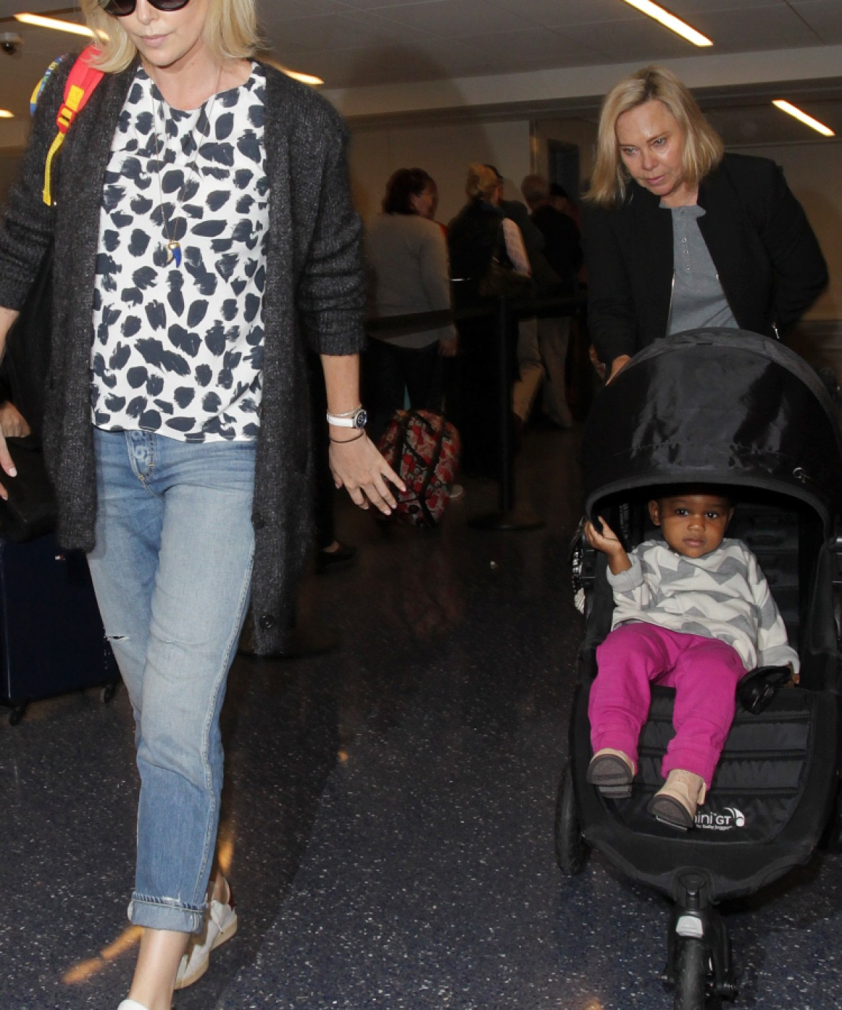 charlize theron daughter splash