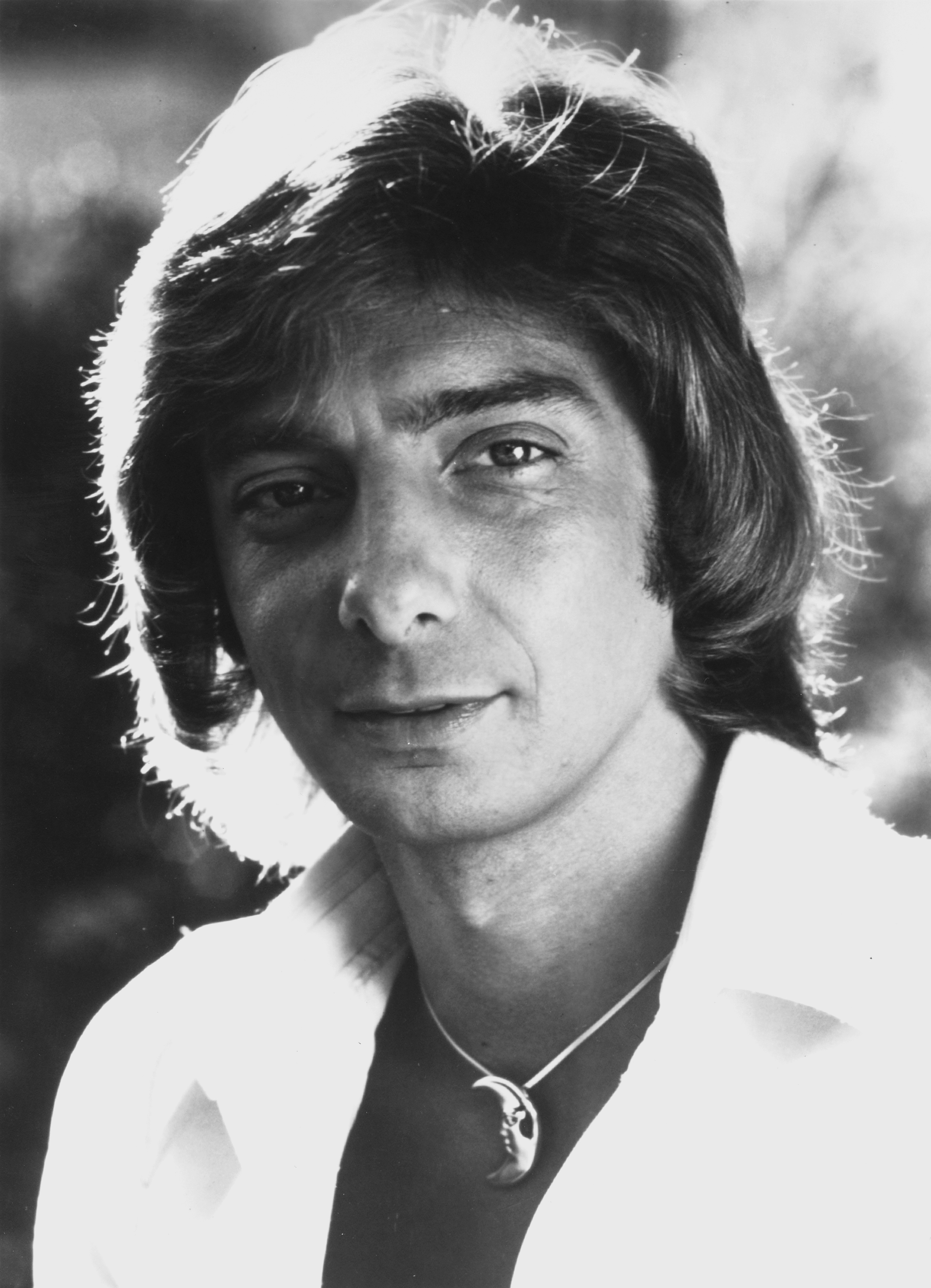 Barry Manilow - SpotifyThrowbacks.com
