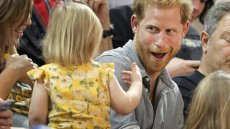emily-henson-steals-prince-harry-popcorn