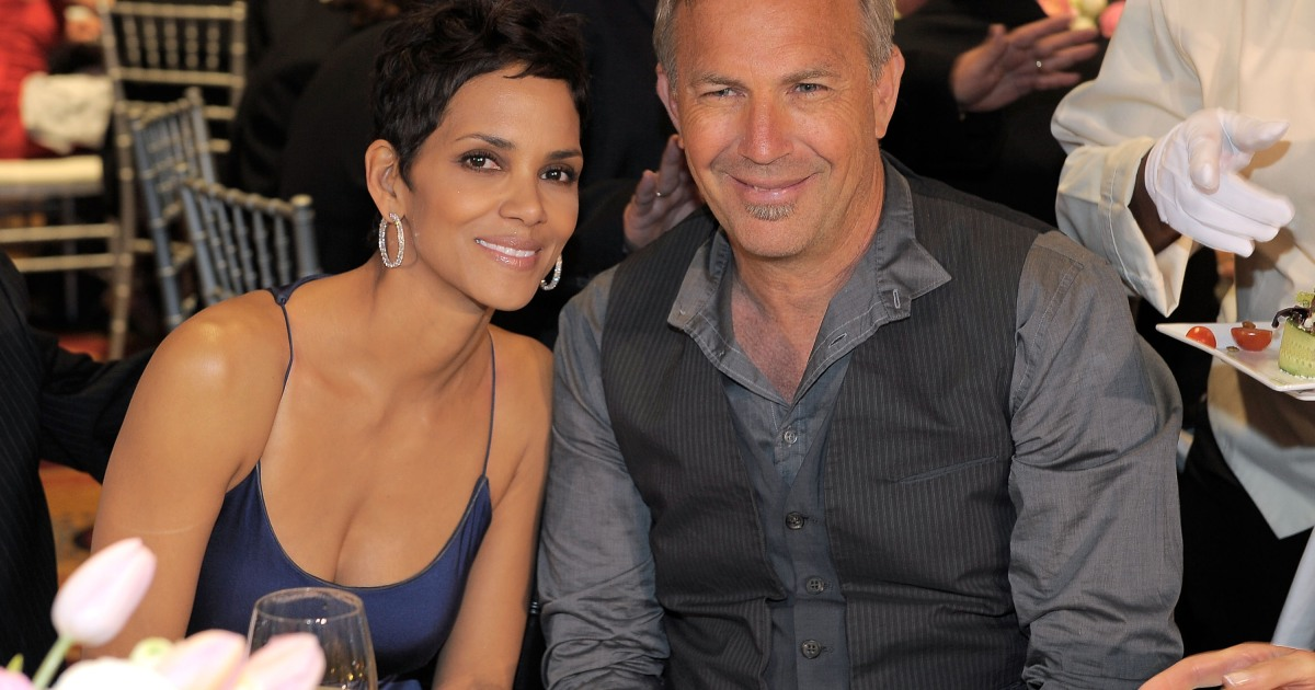 Halle Berry: I'm Dating A BLACK MAN Again - 'Now Ya Know'! (Pics) - MTO News