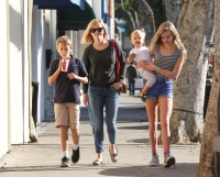 reese-witherspoon-kids-dec-13-2