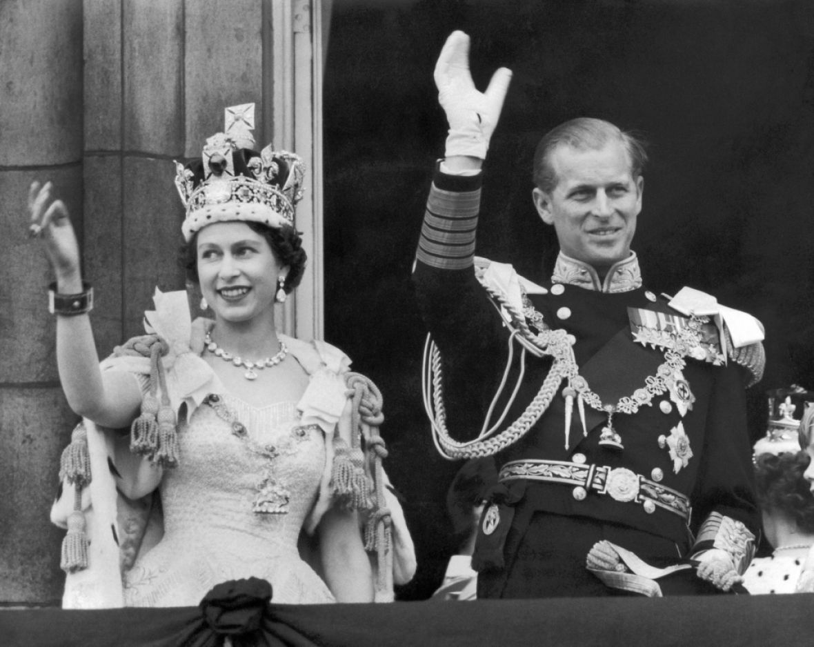queen elizabeth buckingham palace getty images