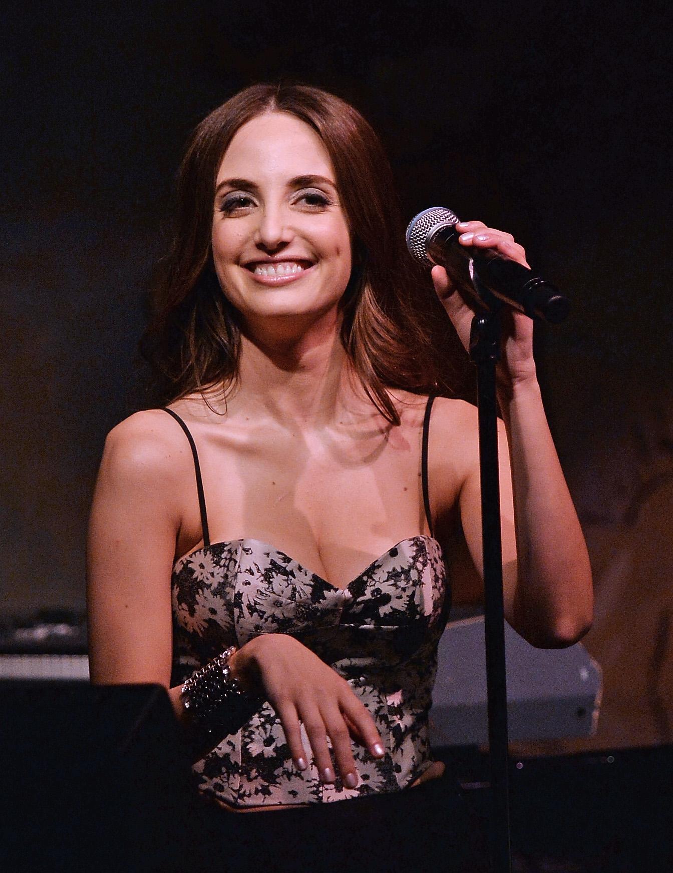alexa-ray-joel-singing