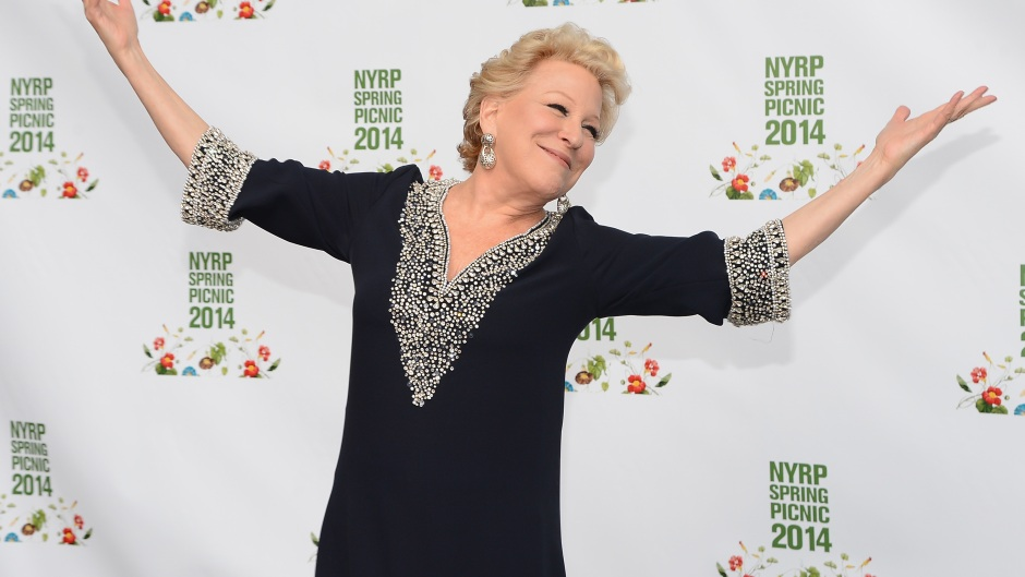 bette-midler-final-bow-hello-dolly