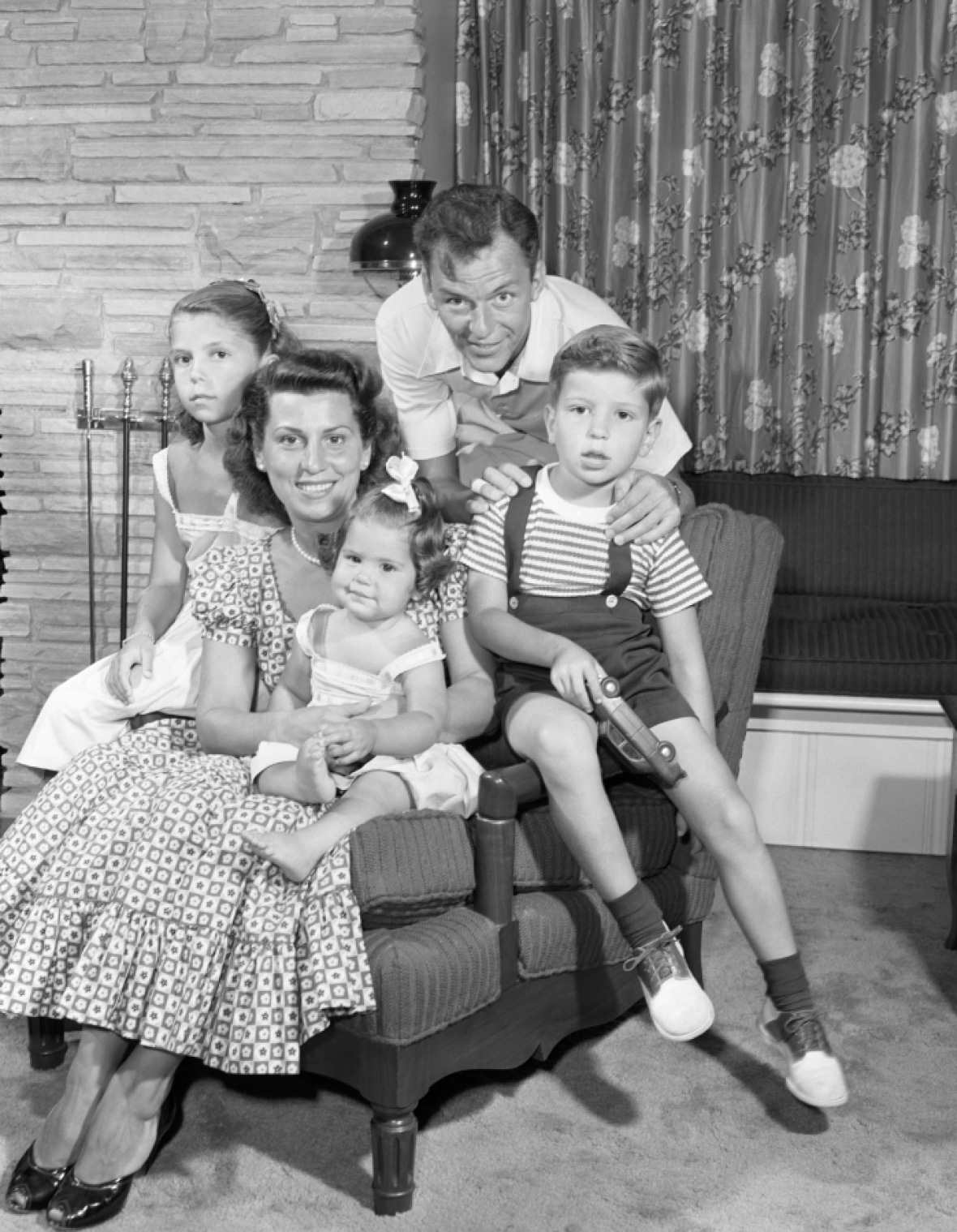 frank sinatra family getty images