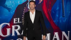 hugh-jackman-sing-the-greatest-showman