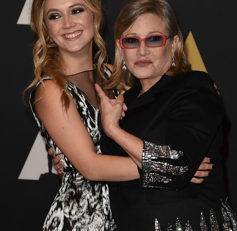 carrie fisher billy lourd hugging