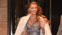 blake-lively-hand-getty