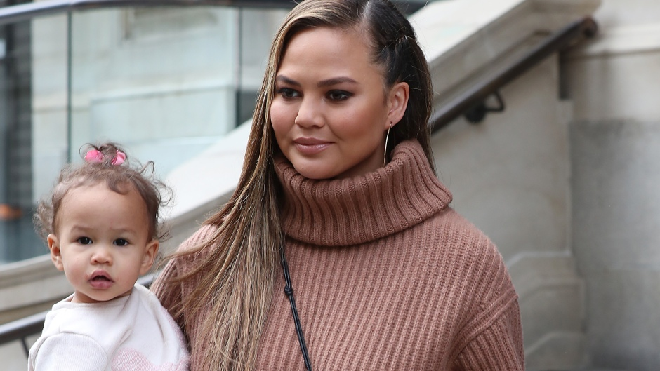 chrissy-teigen-mommy-shamed-daughter-luna