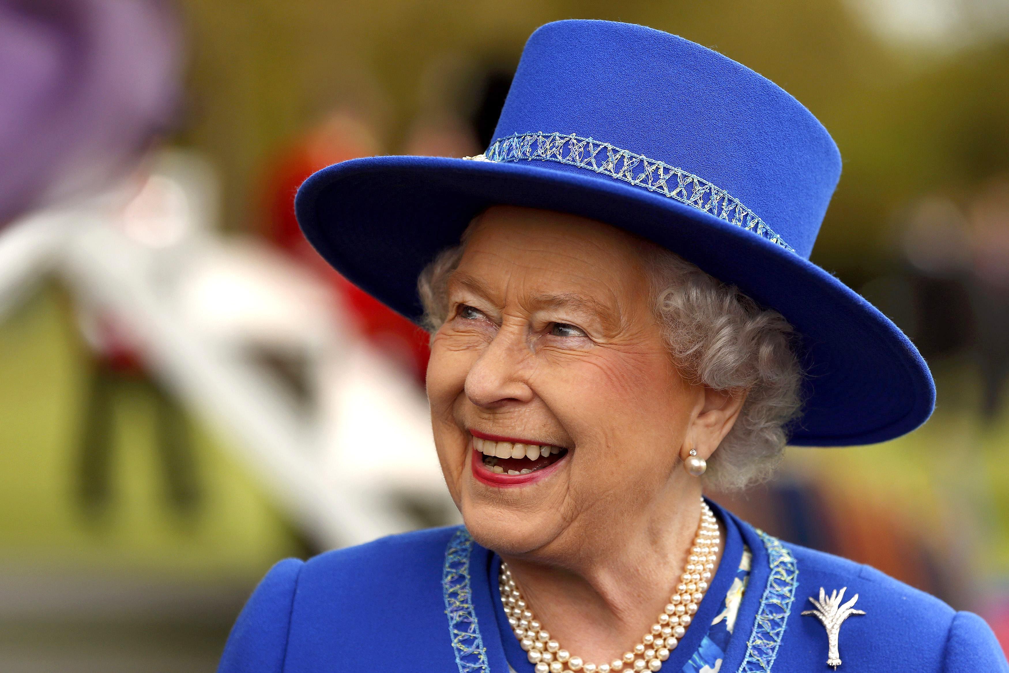 queen-elizabeth-christmas-tree-getty