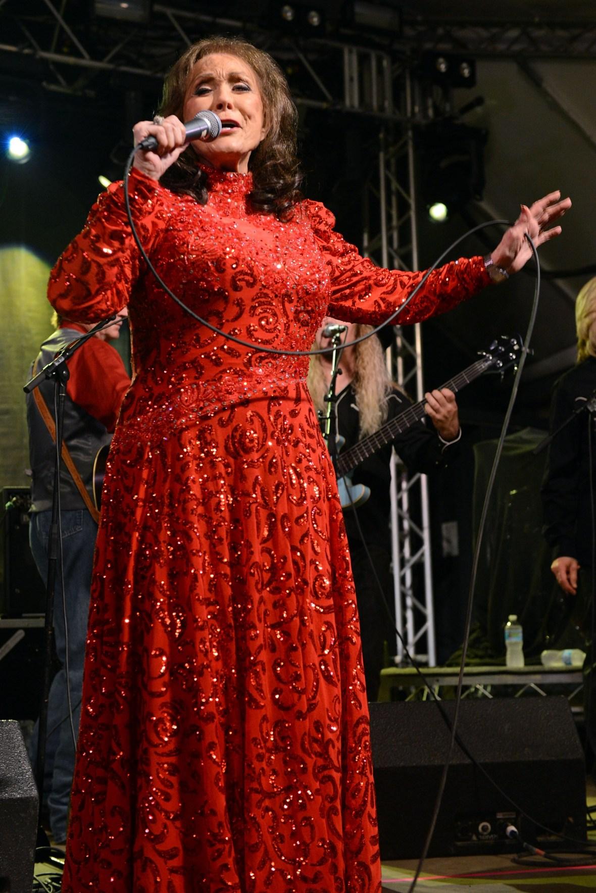 loretta lynn singing getty images