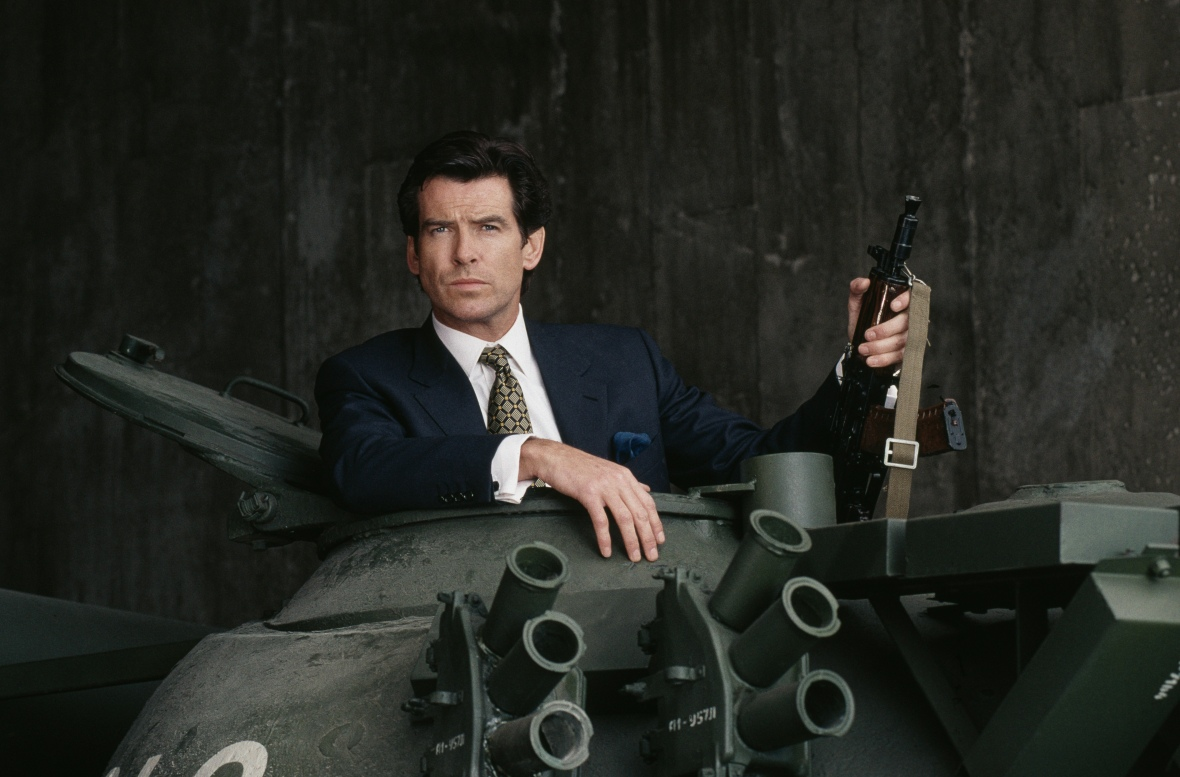 goldeneye - pierce brosnan in tank