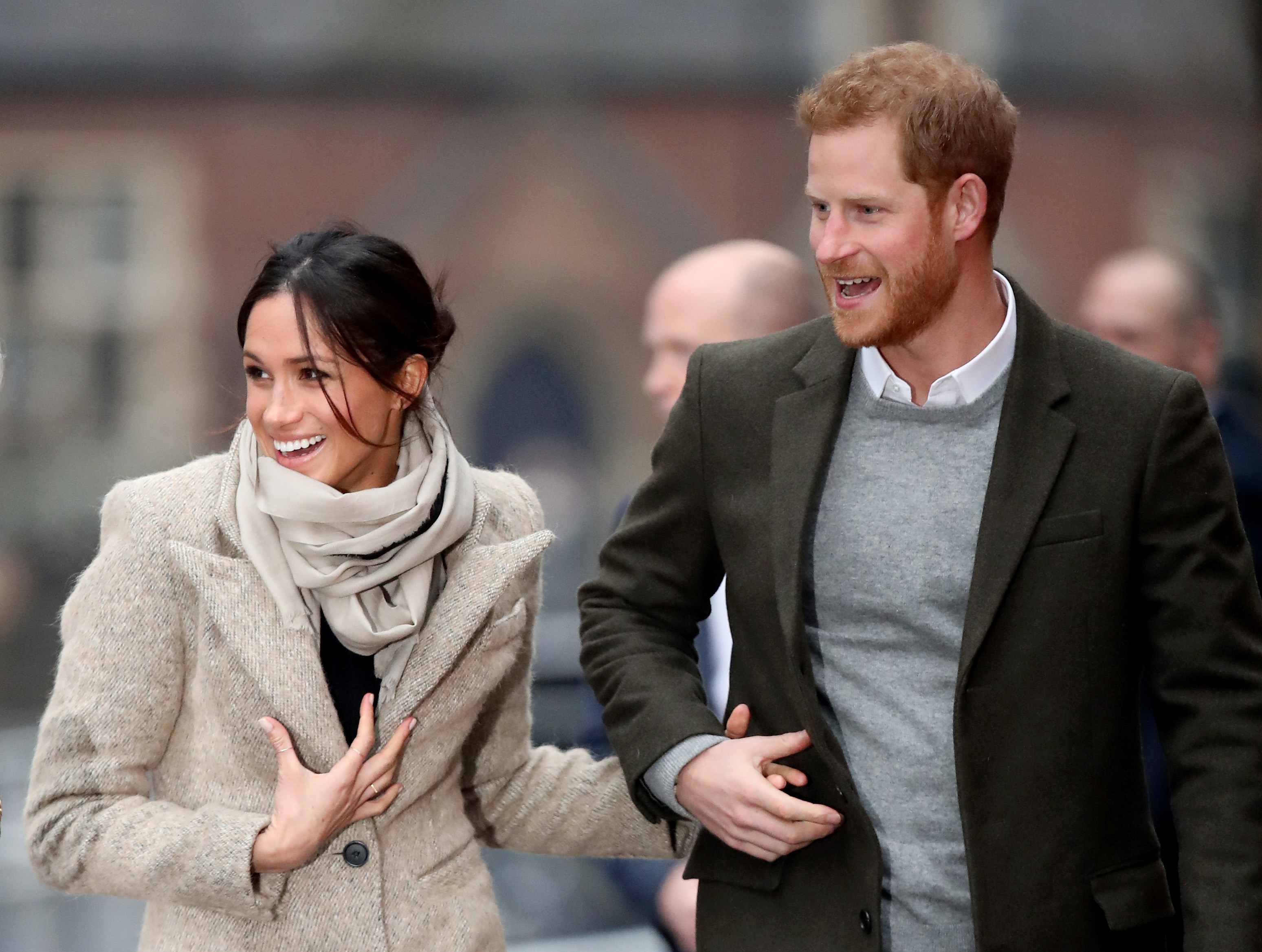 prince-harry-and-meghan-markle-holding-hands