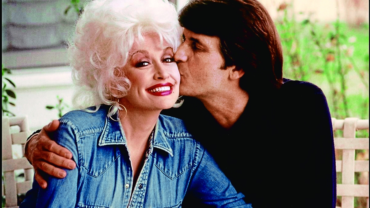 """Dolly Parton's Sister Reveals Faith Was """"the Key to Our ..."""