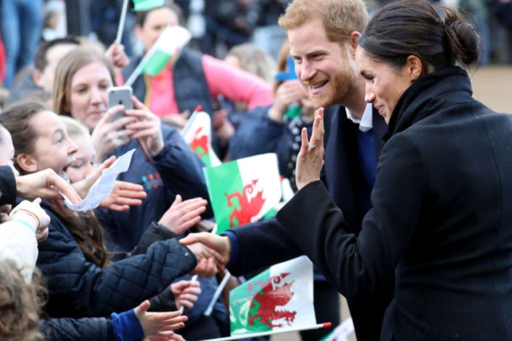 prince harry meghan markle crowd fans