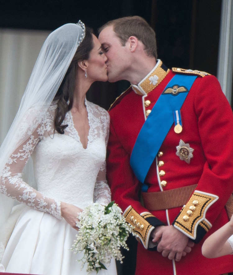 kate middleton prince william kiss wedding