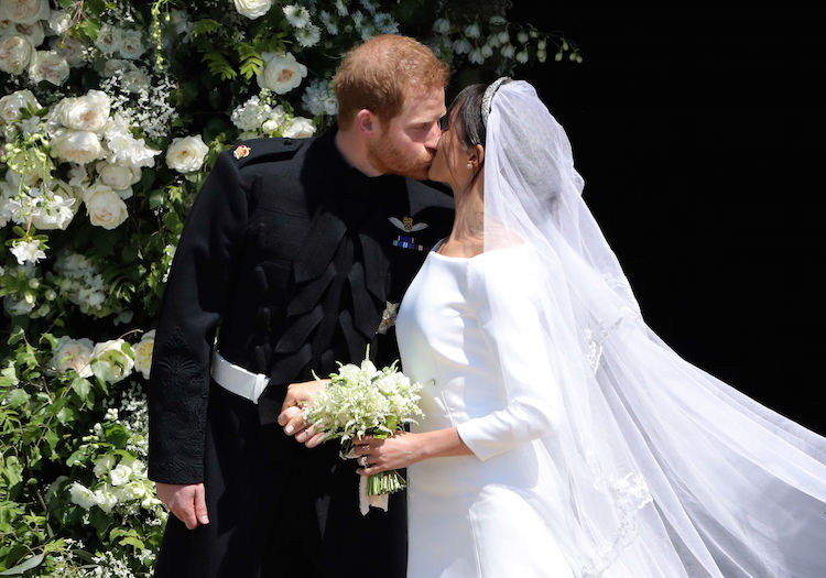 meghan markle prince harry kiss 2