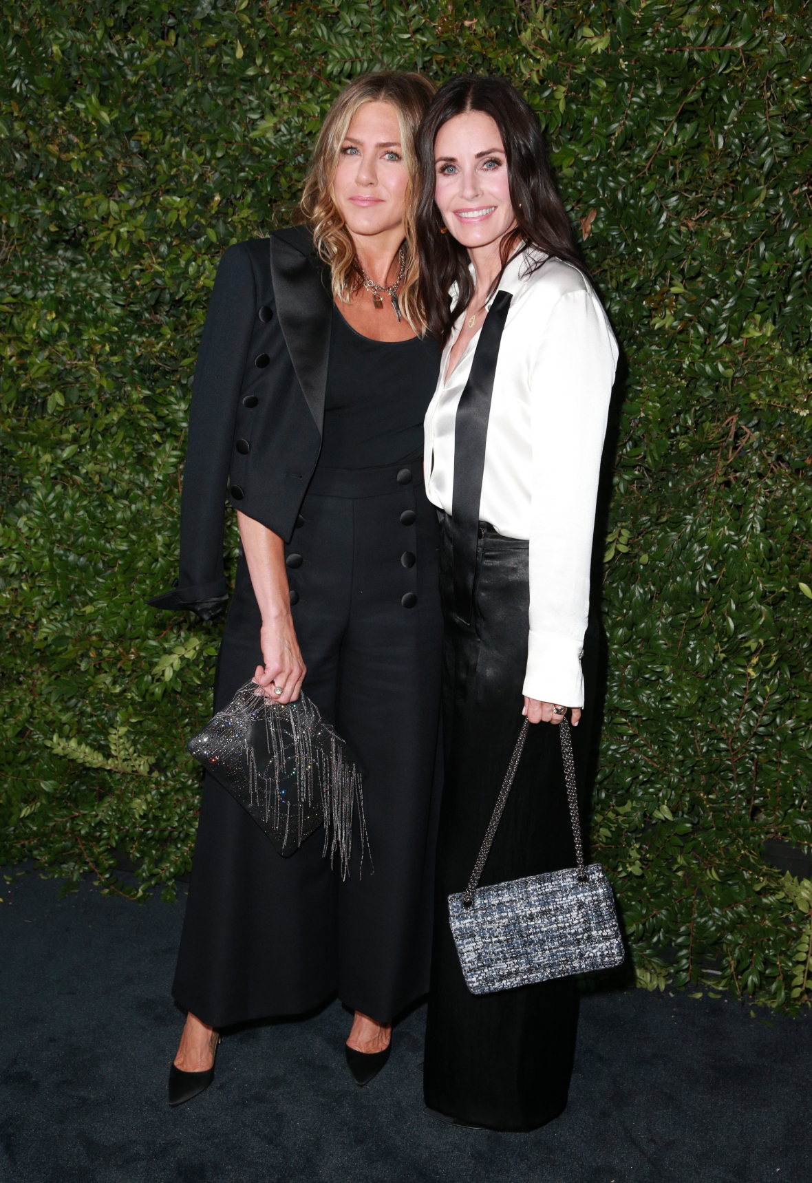 jennifer aniston and courteney cox getty images