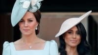 kate-middleton-queen-elizabeth-curtsy-for-queen-elizabeth
