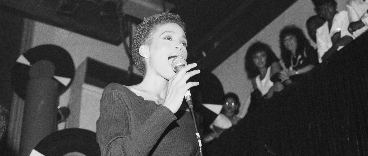 whitney-houston-early-performance