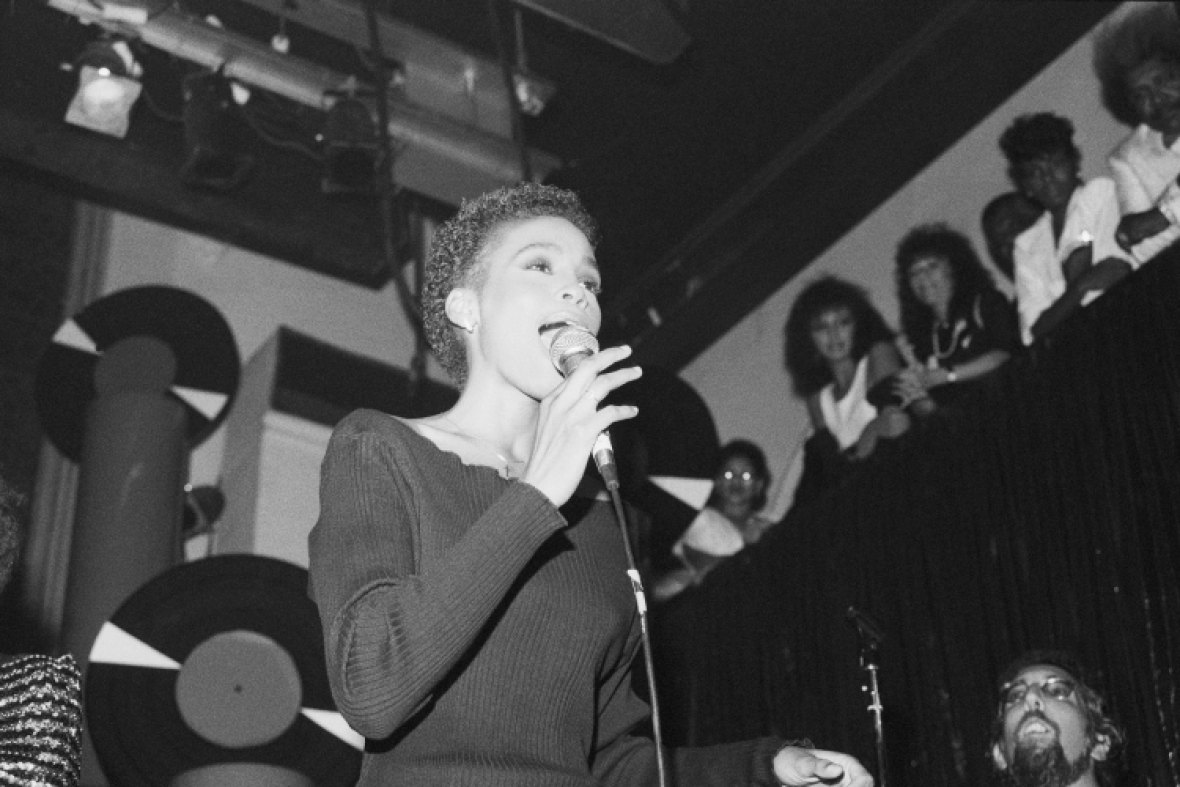 whitney-houston-early-performance