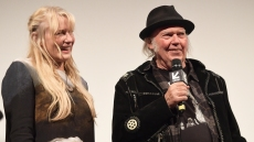 daryl-hannah-neil-young