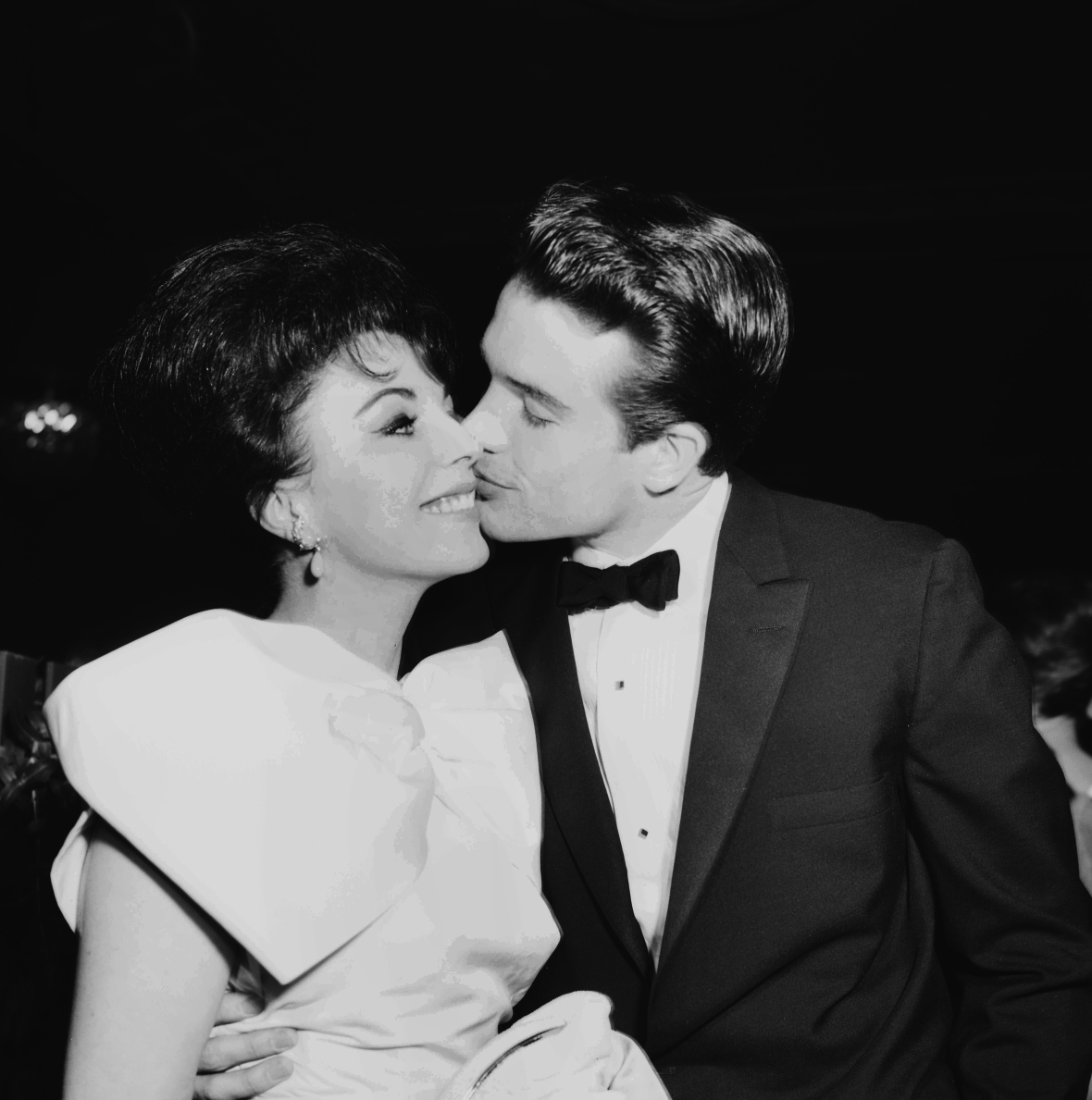 joan and warren in 1959. (photo credit: getty images)