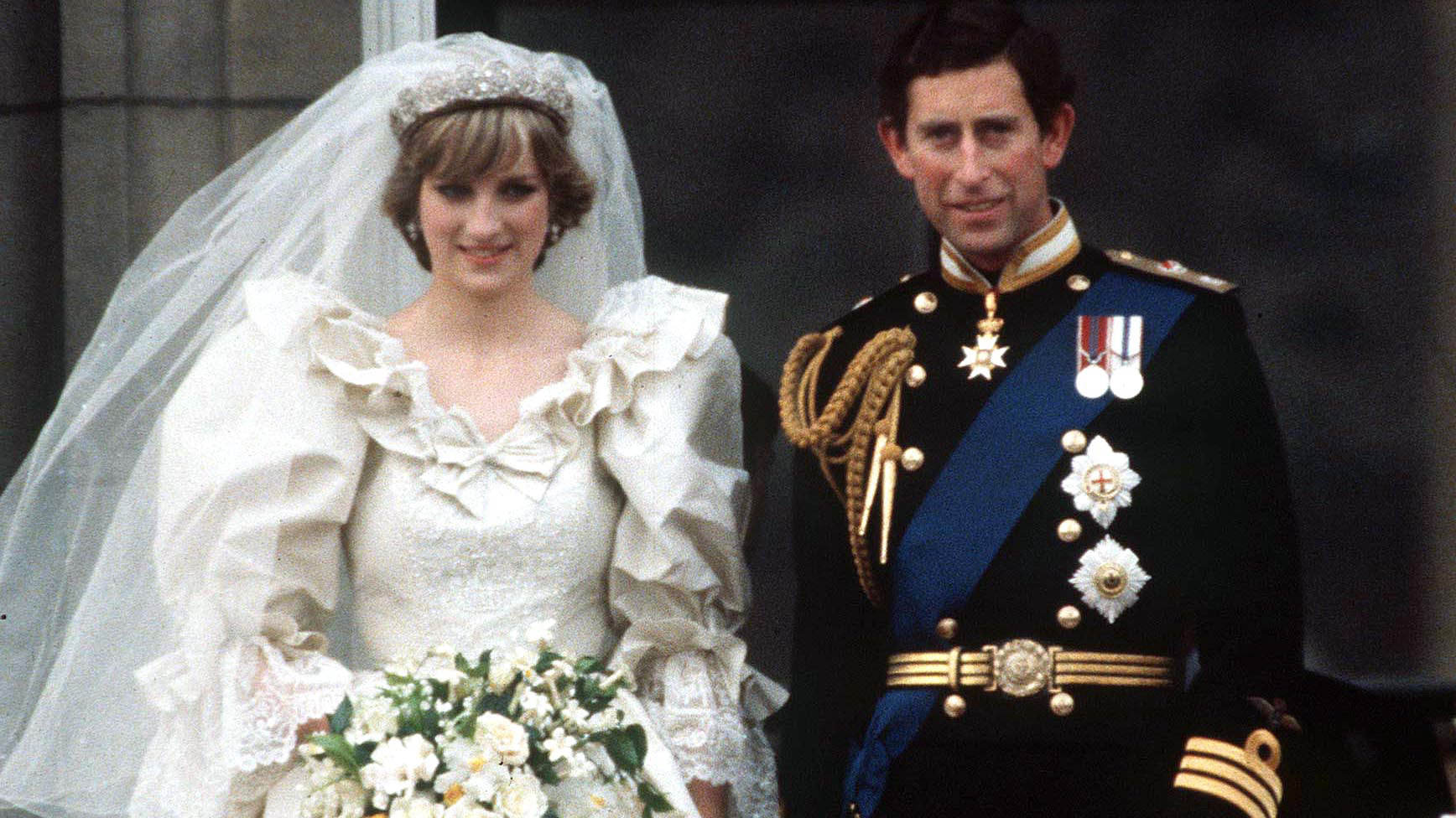 Princess Diana S Second Wedding Dress Royal Had Replacement Gown