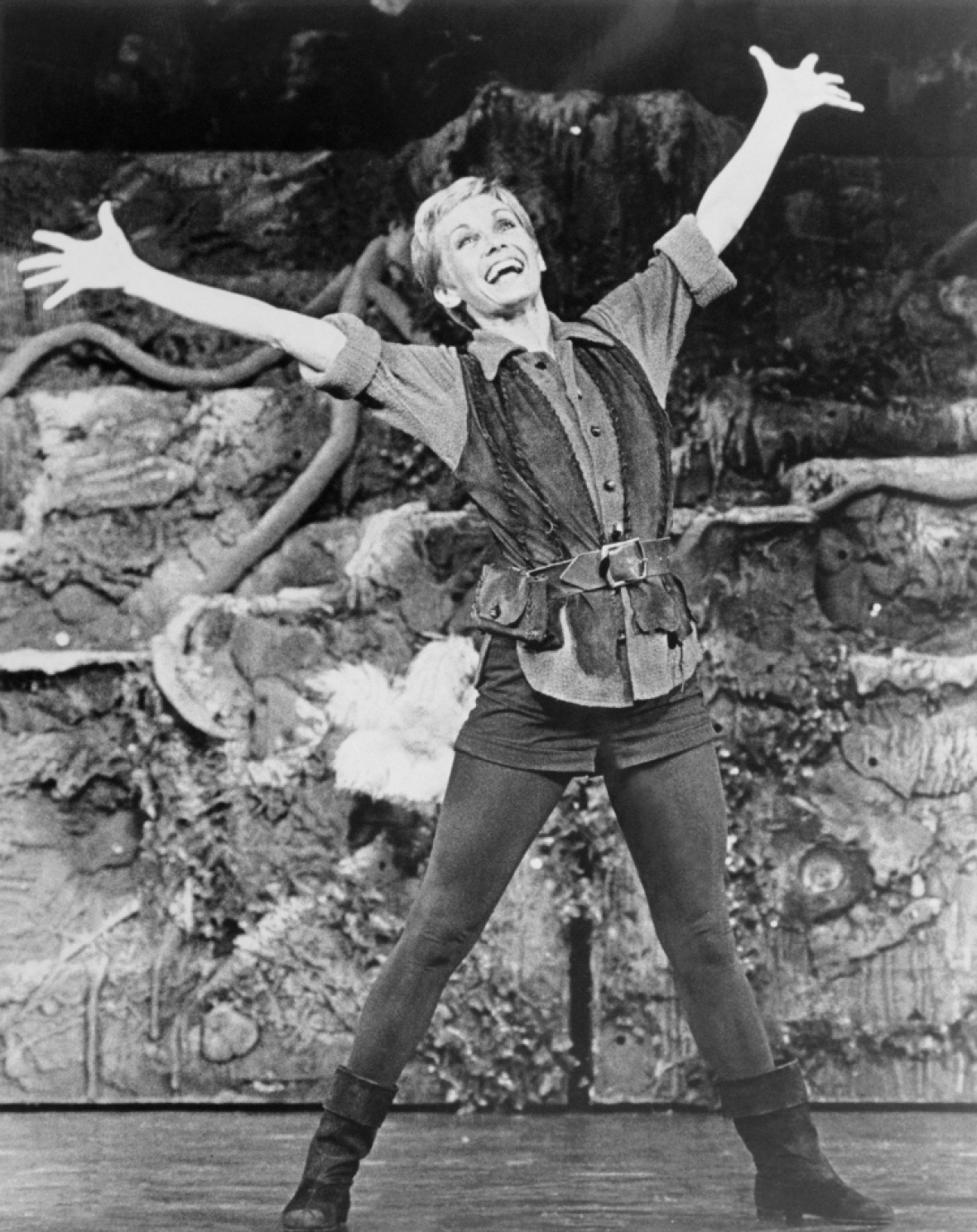sandy as peter pan. (photo credit: getty images)