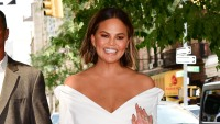 chrissy-teigen-daughter-luna-makeup