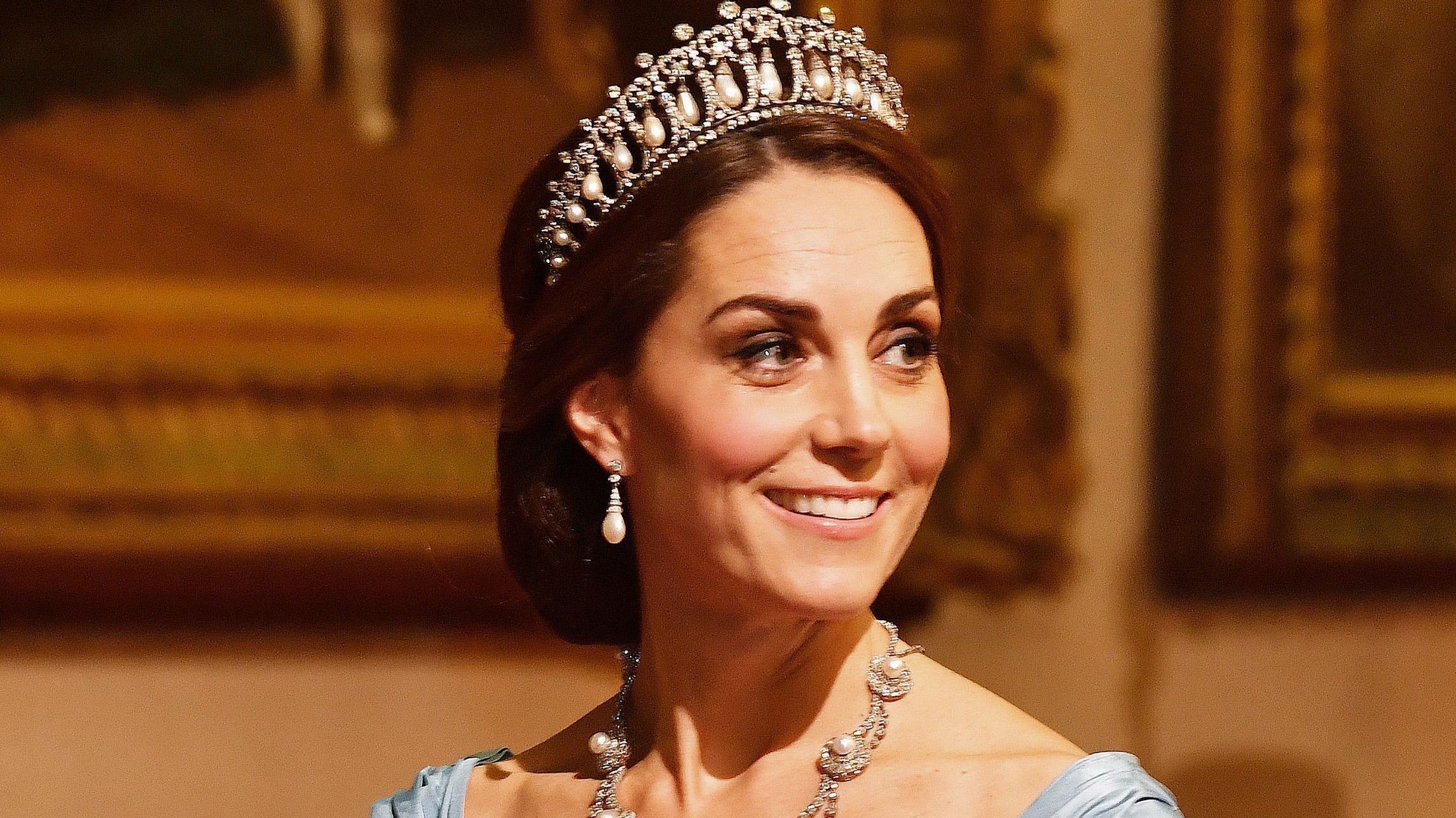 Kate Middleton Wows In Princess Dianas Lovers Knot Tiara During