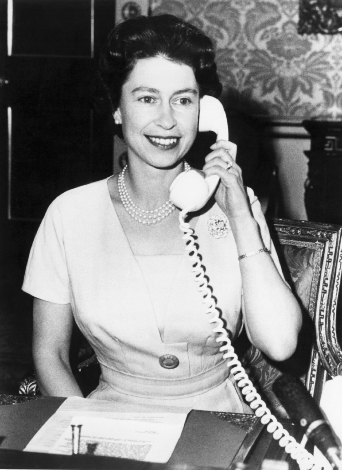 queen elizabeth phone