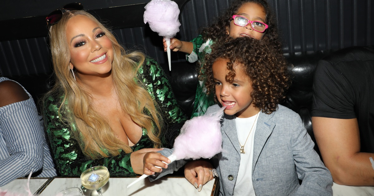 Mariah Carey's Adorable Twins Sing Backup With Their Mom On 'All I Want For  Christmas Is You' — Watch!