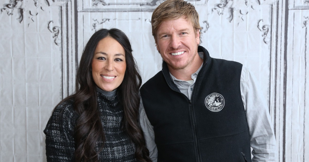 chip gaines and joanna gaines share their family christmas traditions. Black Bedroom Furniture Sets. Home Design Ideas