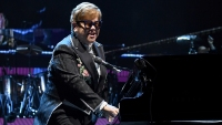 elton-john-playing-piano