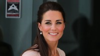 kate-middleton-apparently-always-carries-these-4-items-in-her-bag-take-a-look