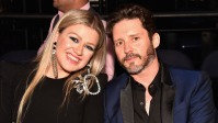 kelly-clarkson-gets-candid-about-her-marriage-by-giving-relationship-advicea